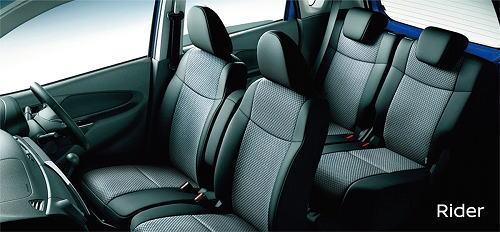 デイズ ライダーのシート表皮は座面と背面に格子柄ニットが使用された専用シート