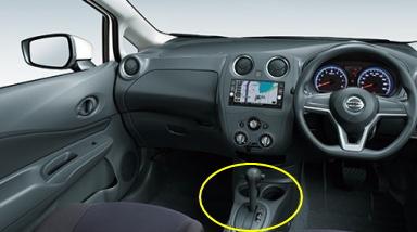 ガソリン車のX/X FOUR/Sの加飾なしシフトノブベース