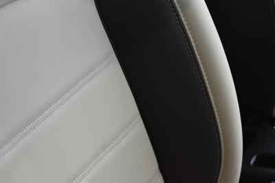 ノートのプレミアムホワイトインテリアのシート表皮(背もたれのサイドサポート部分)