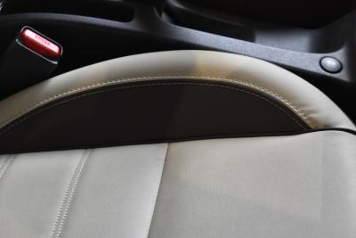 ノートのプレミアムホワイトインテリアのシート表皮(座面部分)