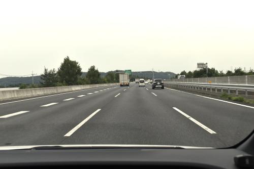 高速道路を走るノート