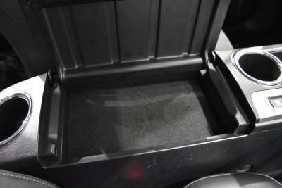 プリウスα7人乗りのコンソールボックス(オープン時)