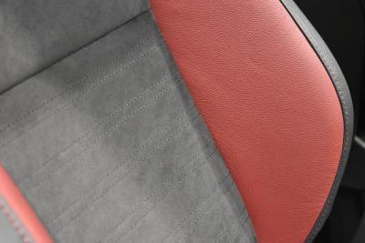 専用チューニングRECARO製スポーツシートのサイドサポート部分