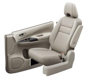 セレナ標準車のフェザーグレー色のシート