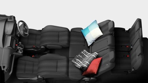 ヴォクシーの8人乗りのシートアレンジ・フロントフラットソファモード